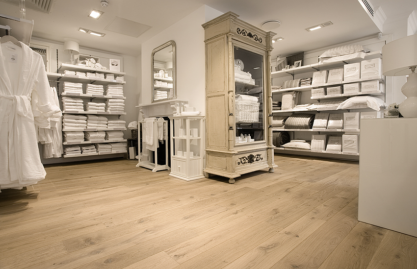 Retail Project - United Kingdom - FB Hout
